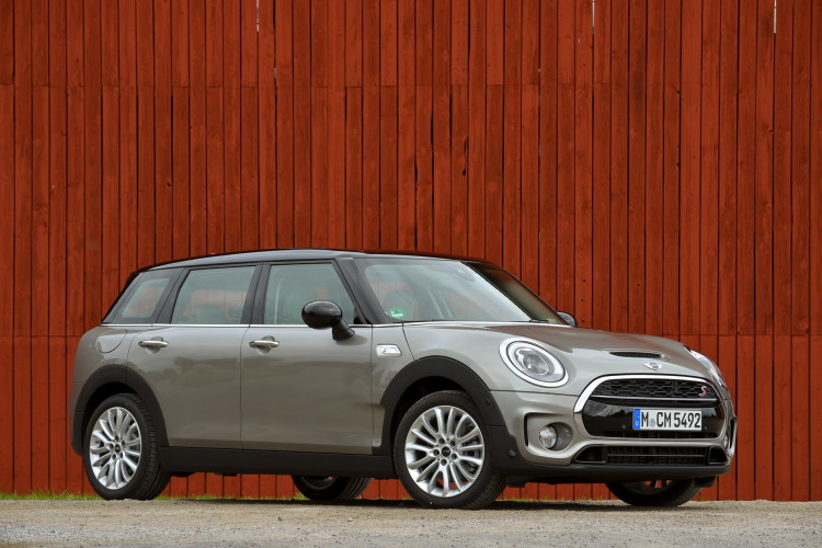 MINI-Cooper-S-Clubman-Melting-Silver-metallic-images-80-750x500